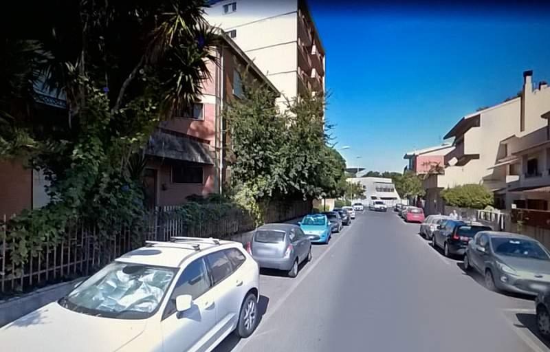 Oristano comodo appartamento centrale Giardini di Viale Repubblica con posto auto coperto,privato.